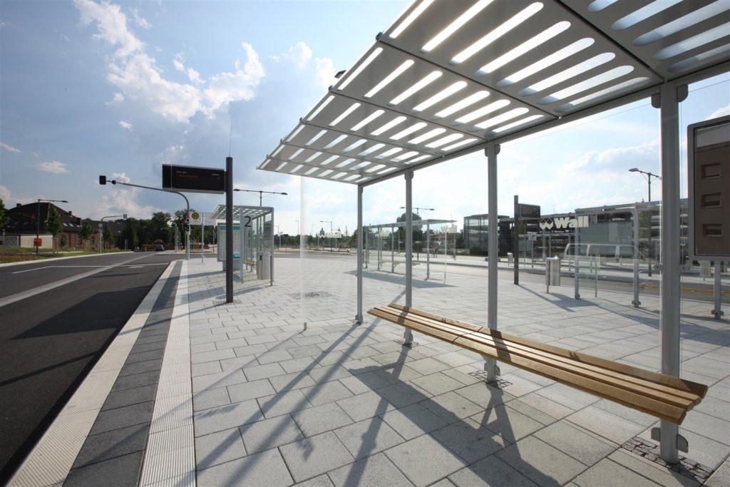Fachgerechte Ausführung einer Betonpflasterfläche am Neu-Ulmer. Foto: SLGBusbahnhof.